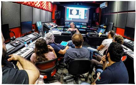 Per-vurt DJ Music Production School Masterclass Robert Babicz Lessons Courses